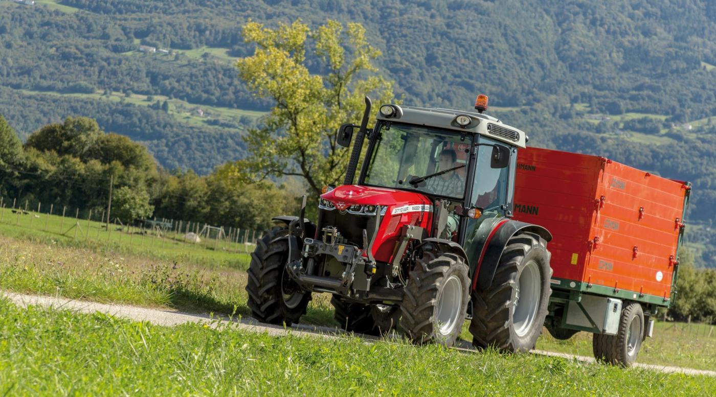 MF 3700 traktorius 1