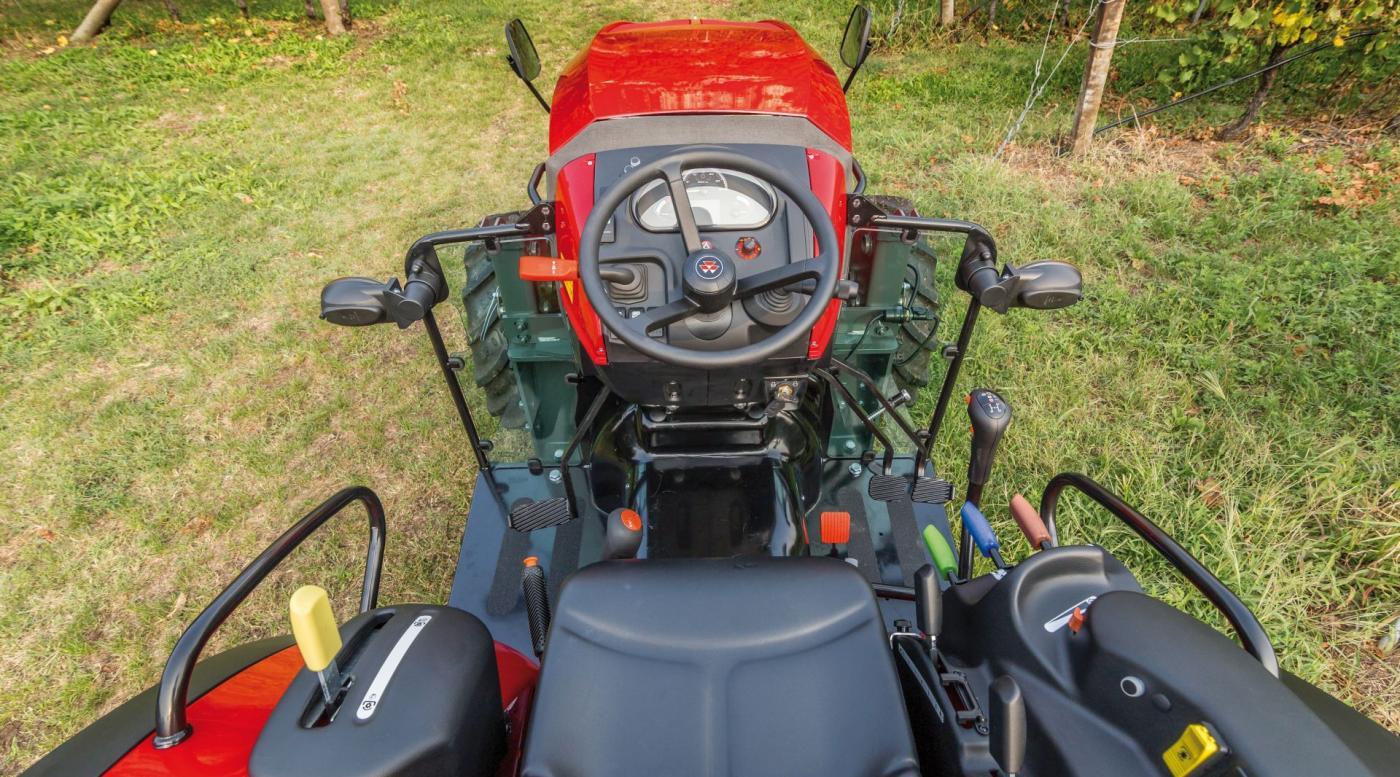 MF 3700 traktorius 4